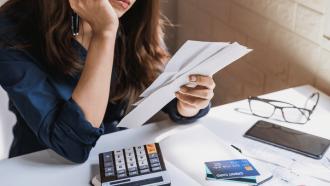 เป็นหนี้ เป็นสุข – จัดการหนี้ให้อยู่หมัด แก้อาการหมุนเงินไม่ทัน